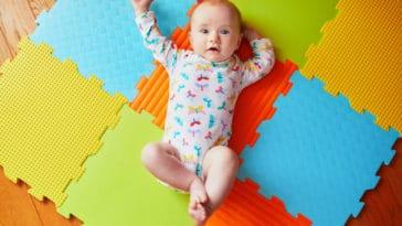 bébé tapis d'éveil motricité libre jeux jouer