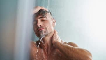 homme douche hygiène propreté saleté détente eau