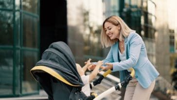 parent maman poussette bébé puériculture