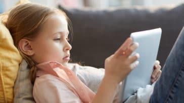 écran tablette enfant internet jeux ordinateur jouer vidéo