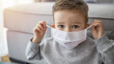 enfant masque coronavirus maladie covid-19 protection contamination propagation garçon