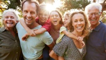 parents grands-parents enfants génération éducation famille grand-père grand-mère père mère maman papa