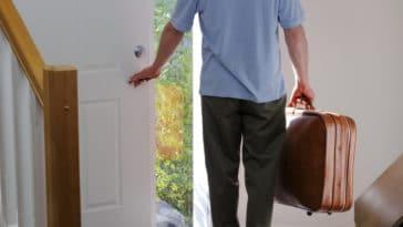 partir maison enfant quitter vacances valise séparation maison voyage