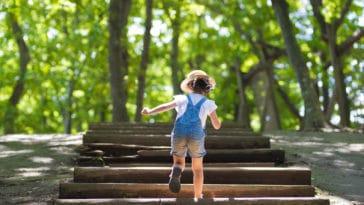 enfant activités extérieurs été randonnée sortie jeux extérieur parc promenade ballade