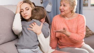 grands-parents famille conflit désaccord éducation enfants parents petits-enfants grand-mère