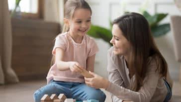 jouets enfant jouer fille mère loisirs parent enfant