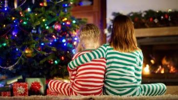 Noël sapin enfants pyjamas fin d'année fêtes