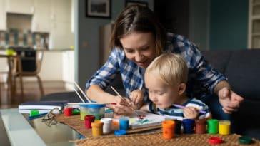 nounou enfant apprendre jouer nourrice garde assistante maternelle