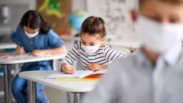 covid-19 école coronavirus élève masque pandémie épidémie apprendre cours classe travail devoir