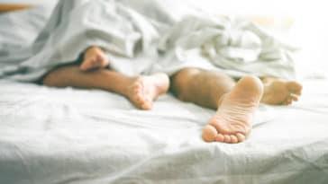 sexe amour couple lit relations sexuelles