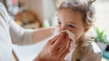 enfant rhume mouchoir maladie remèdes naturels homéopathie médicament